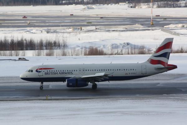 British Airways: Airbus A320 G-EUUJ Helsinki-Vantaalla. British Airways kuuluu Oneworld-allianssiin.
