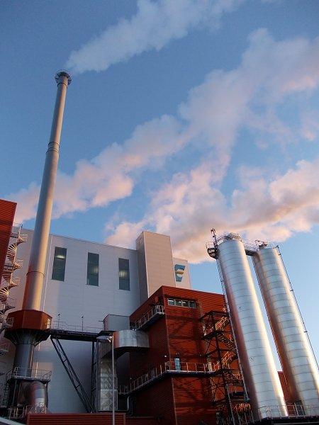 Oulun Energian  55 magawatin Laanilan ekovoimalaitos polttaa vuosittain 120 000 tonnia Pohjois-Suomen jätettä kaukolämmöksi ja sähköksi. Suuri osa tästä jätteestä on kotitalouksista peräisin olevaa polttokelpoista sekajätettä.