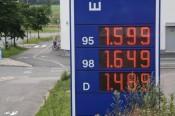 Polttoainen hintoja kesällä 2012 Helsingissä Viikin Neste Oli Express -kylmäasemalla.